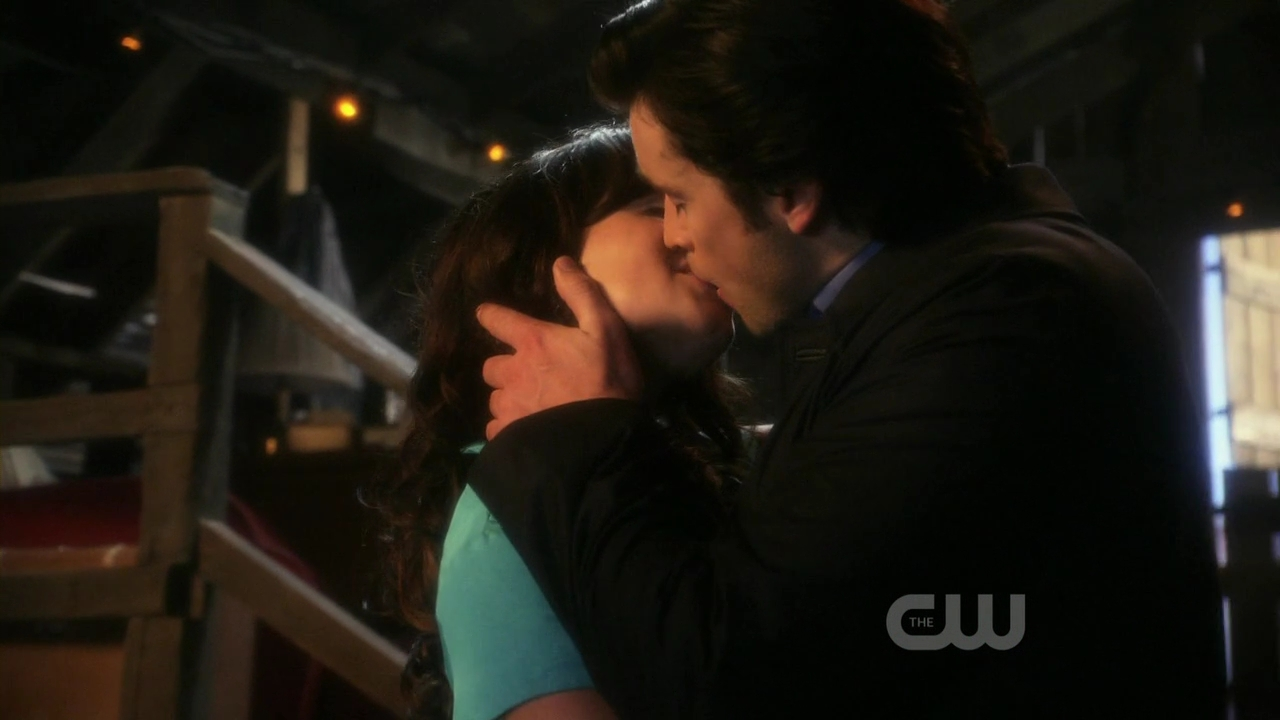 smallville lois and clark dating Kara zor- el (new earth) she is the cousin of superman, lana lang's foster niece and a member of the justice league of america (new earth)surviving krypton.